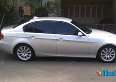 bmw 320i 2009 silver low km perfect condition
