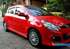 hyundai i20 sg m t 2012 sunroof full bodykit km 11 ribu, merah like new